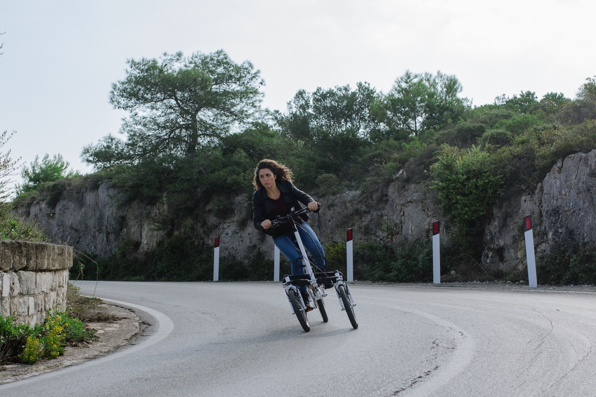 Tilting three wheels e-bike
