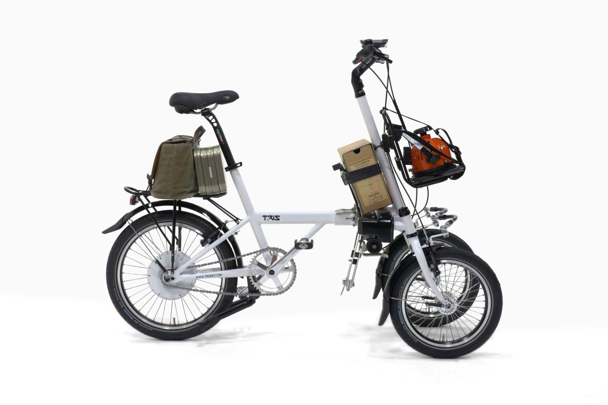 Triciclo inclinabile con tre punti di carico