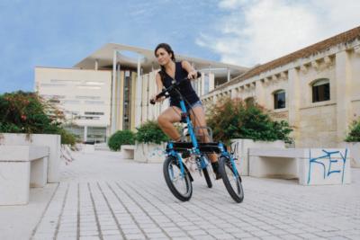 Biciclette elettriche a tre ruote inclinabili e basculanti
