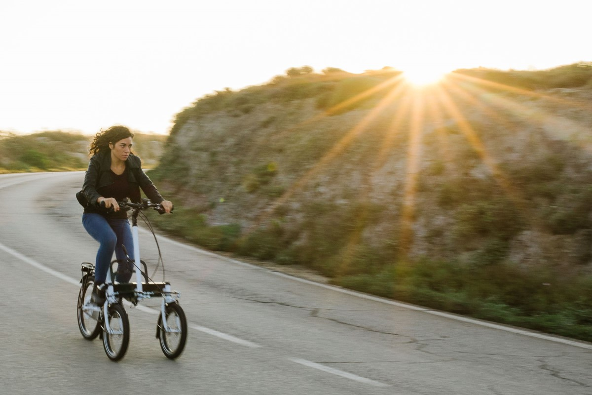 E-trike inclinabile