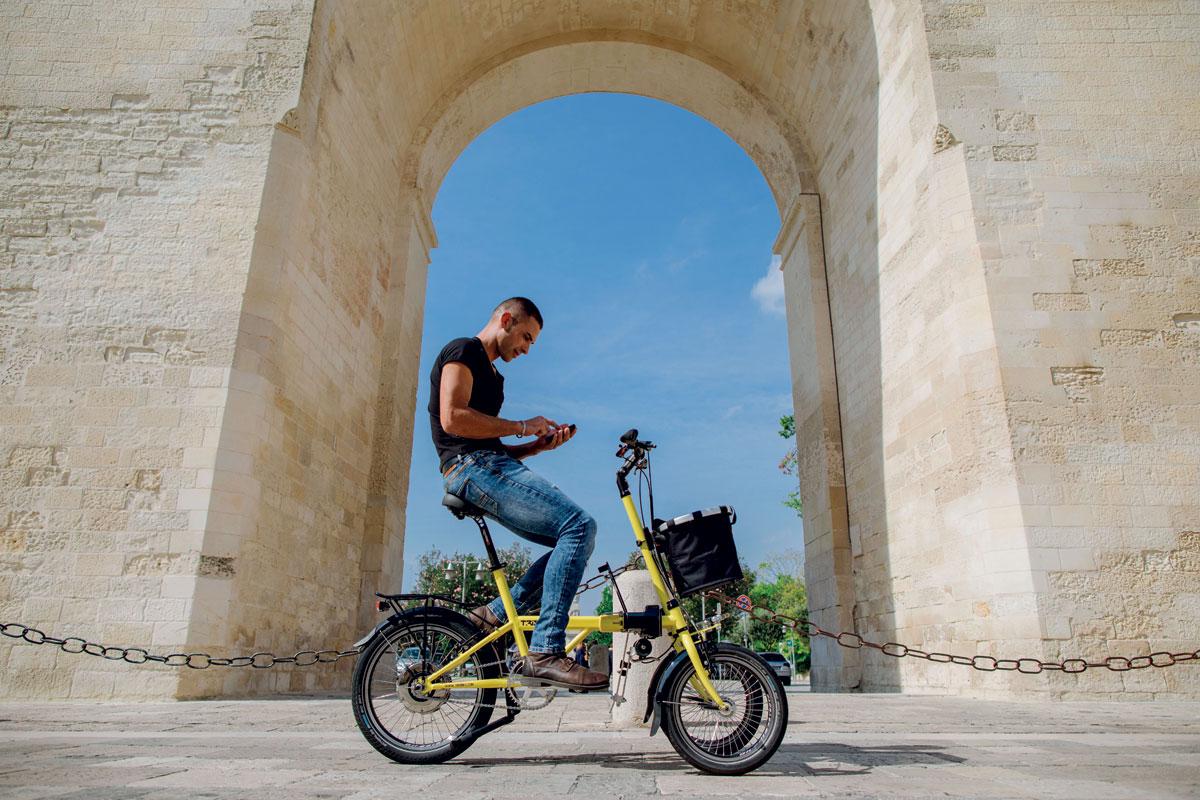 Bici speciale pedalata assistita a tre ruote