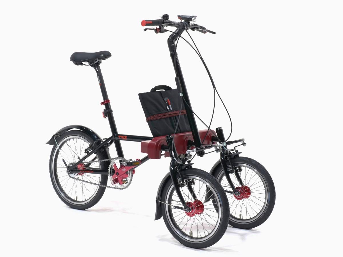 Bicicletta a tre ruote che si piega quando curvi