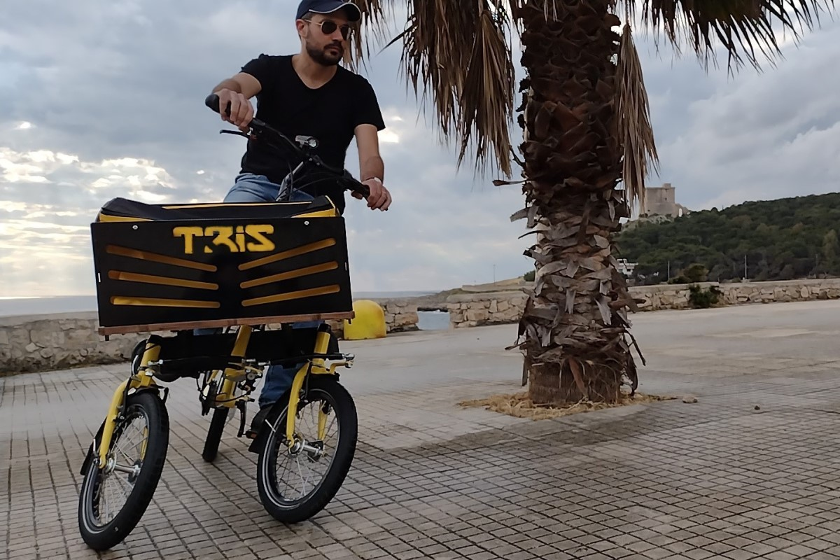 TRIS BIKE Tilting Cargo Trike